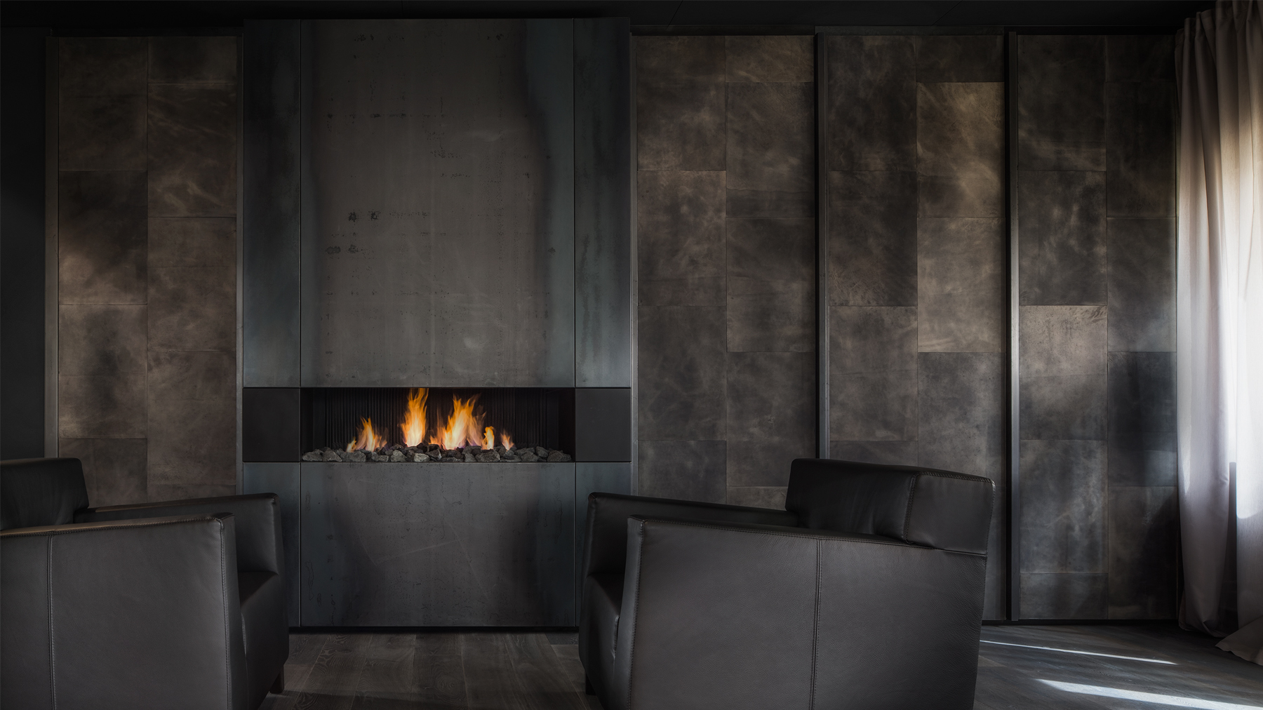 This Elegantly Dark Fireplace Seems To Blend In With The Wall Backdrop In  This Striking Living Room. The Floor To Ceiling Design Adds Height To The  Whole ...